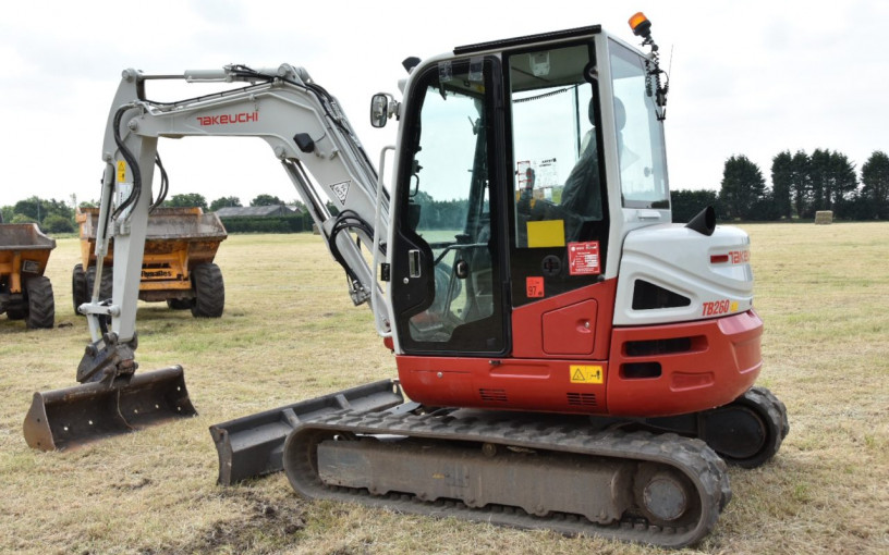 Mini Digger hire from £80 per day! image 4